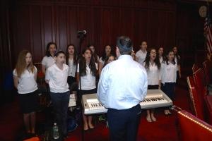 Jonathan Cahr leads the choir at the Yom HaShoah program in Hartford.
